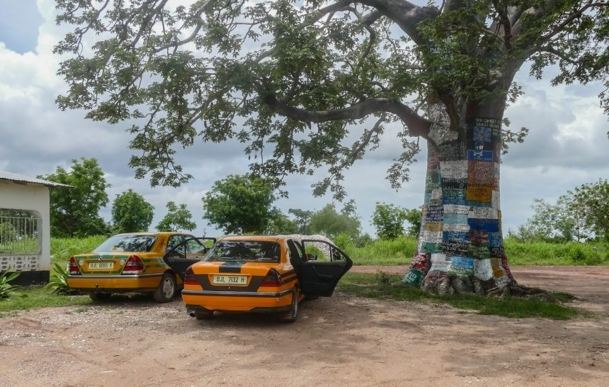 How to take taxi in Gambia