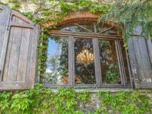 lake house accommodation in Tuscany